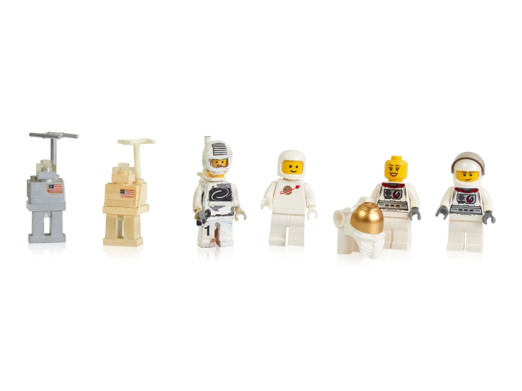 Early-prototypes-first-and-more-recent-space-minifigures
