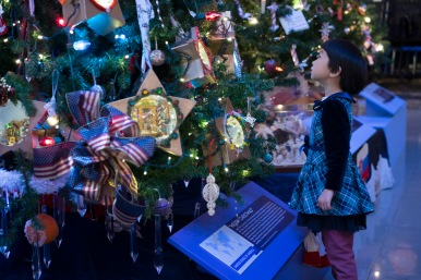 The Grand Tree in Christmas Around The World and Holidays of Lights at The Museum of Science and Industry