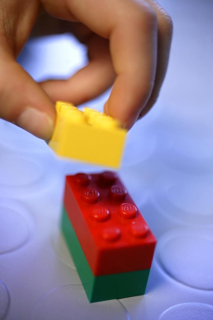 Lego rsrapport 10.03.03 © Niels ge Skovbo, FOKUS