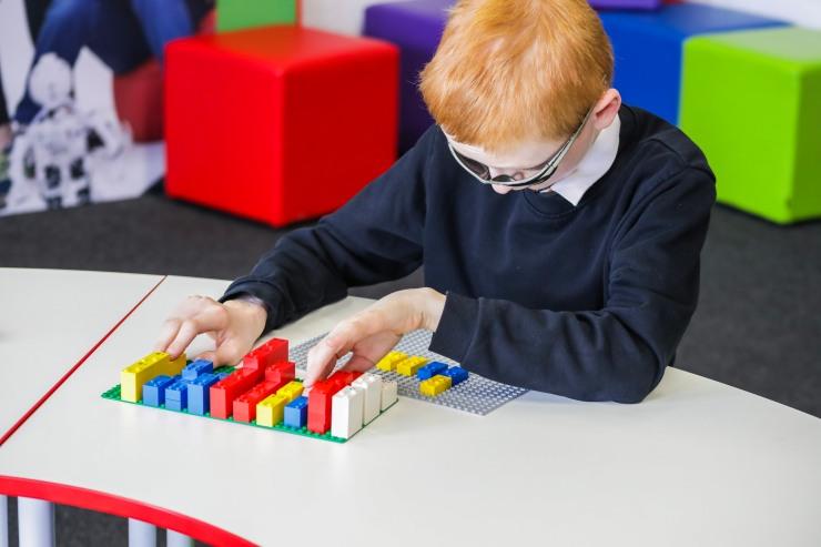 HighRes_Braille-Bricks_child_3