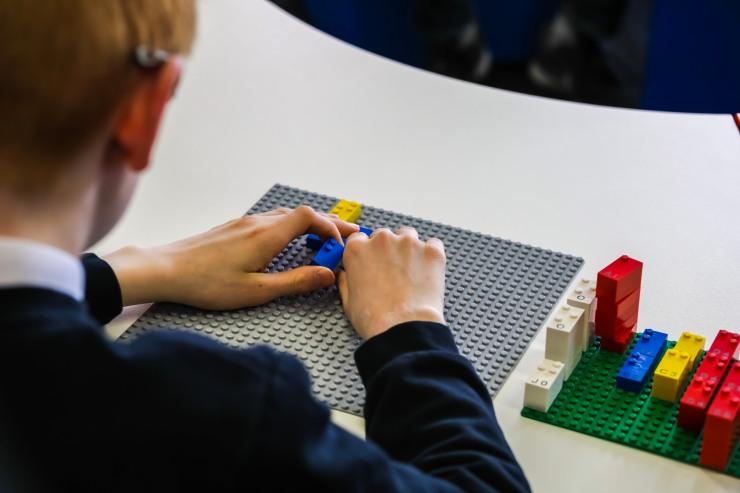 HighRes_Braille-Bricks_close-up_4