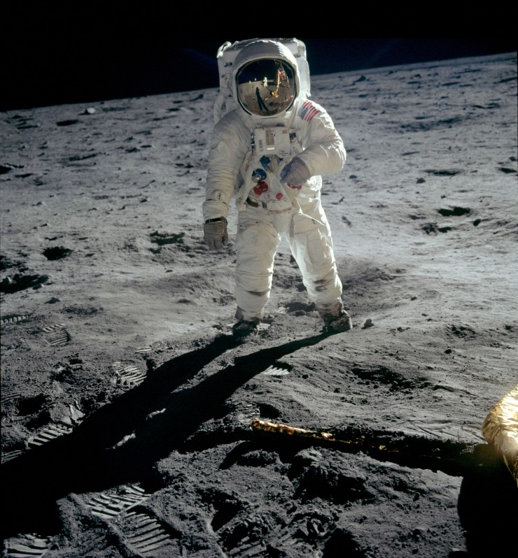 Apollo_04_Aldrin_walks_on_moon__2_