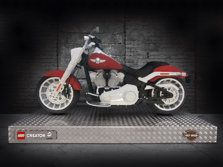 Web_Harley-Davidson_life-size_1