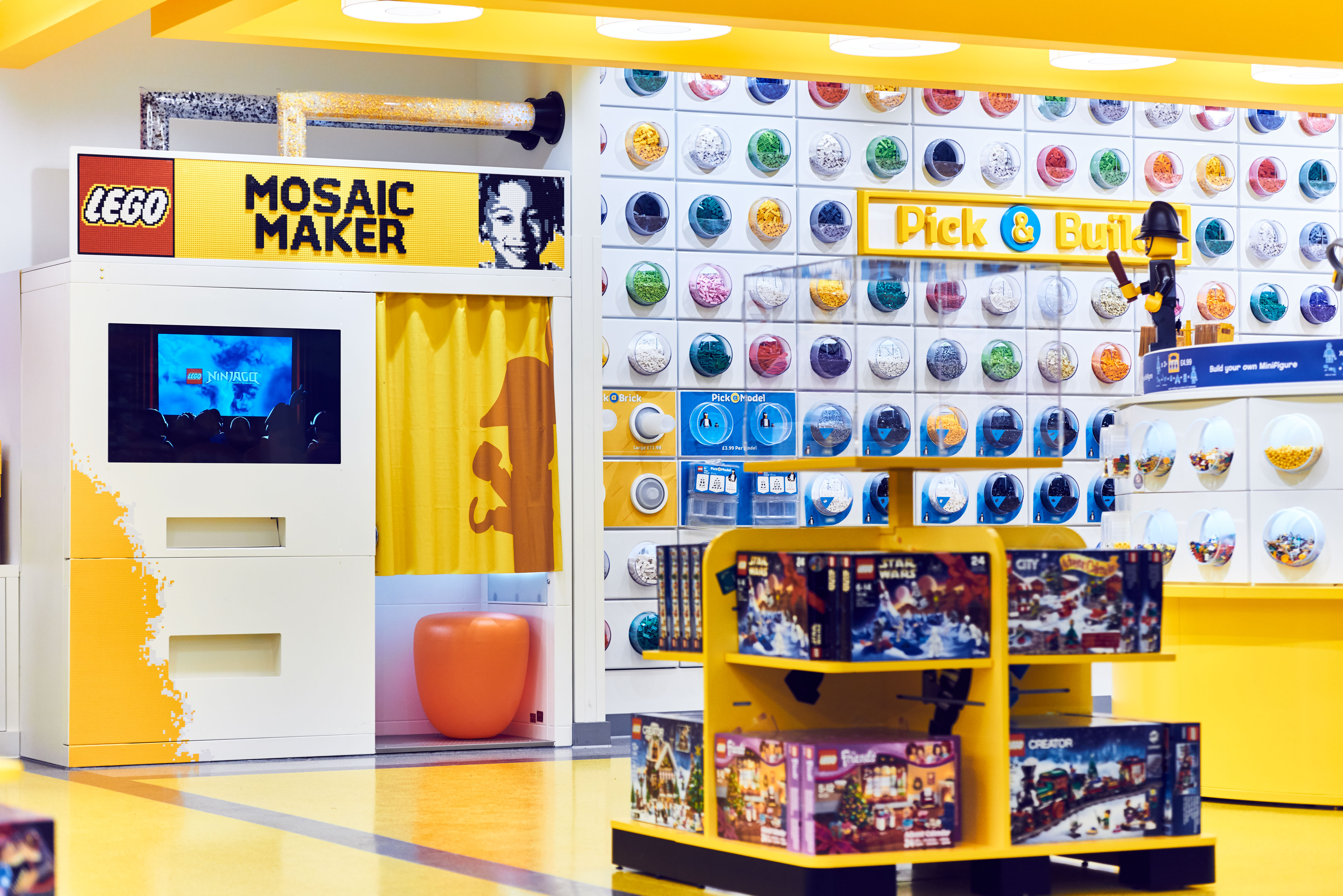 Mosaic-Maker-2-LEGO-Store-London-EMBARGO-171116-Copyright-LEGO